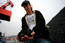 SPAIN GIJON 4OCT08 - Greenpeace climate campaigner Agnes de Rooij holds a handful of imported coal on the quayside in the port of Gijon, northern Spain.....jre/Photo by Jiri Rezac....© Jiri Rezac 2008....Contact: +44 (0) 7050 110 417..Mobile:  +44 (0) 7801 337 683..Office:  +44 (0) 20 8968 9635....Email:   jiri@jirirezac.com..Web:    www.jirirezac.com....All images © Jiri Rezac 2008. All rights reserved.