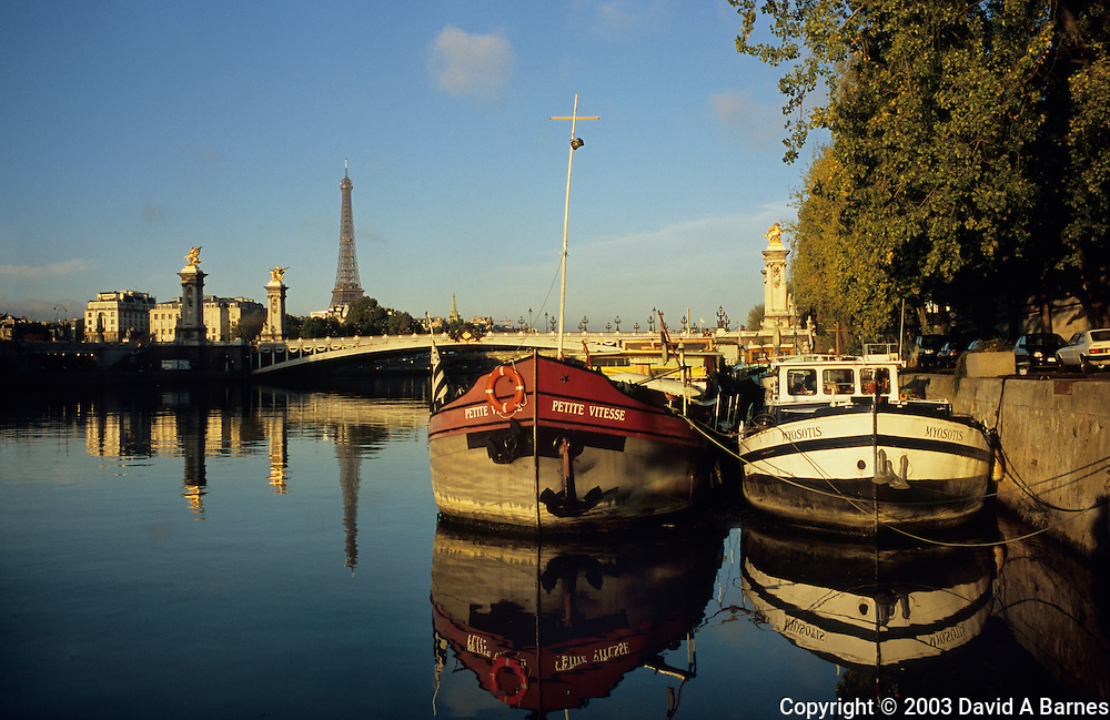 Port des Champs Elysees, barges, Seine, Eiffel Tower, .Pont Alexandre III, Paris, France