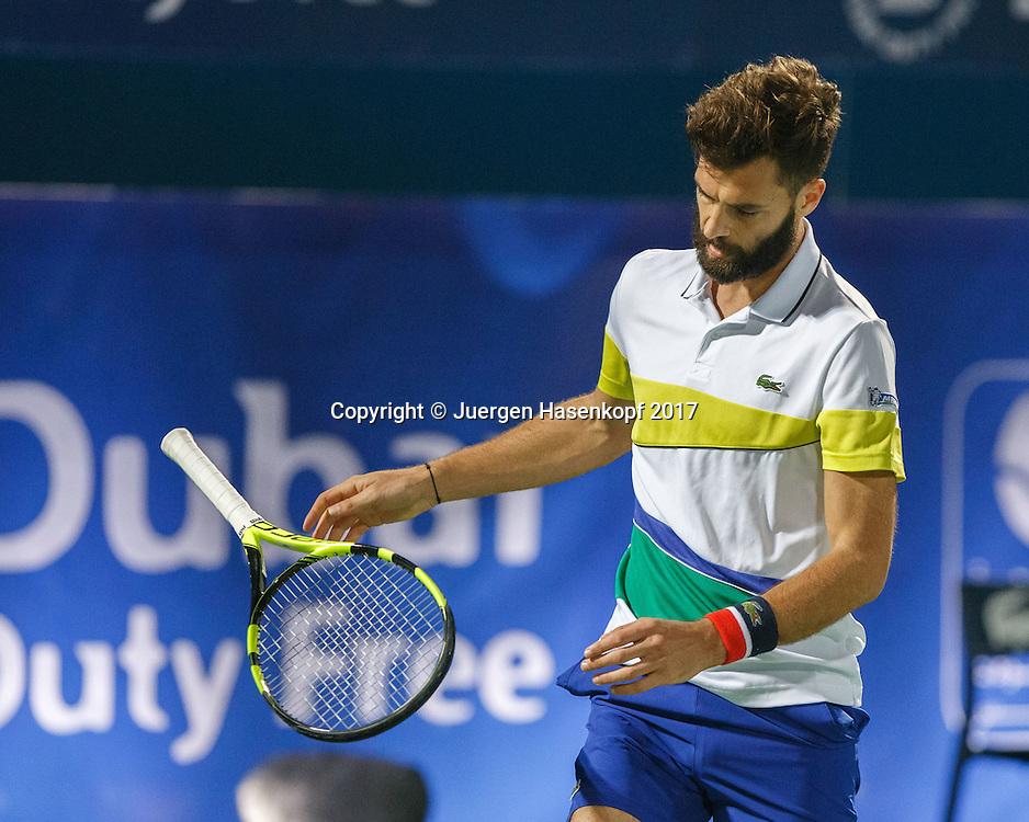 BENOIT PAIRE (FRA)  reagiert veraergert und wirft seinen Schlaeger fort, Frust,Aerger,Emotion,<br /> <br /> <br /> Tennis - Dubai Duty Free Tennis Championships - ATP -  Dubai Duty Free Tennis Stadium - Dubai -  - United Arab Emirates  - 27 February 2017. <br /> &copy; Juergen Hasenkopf