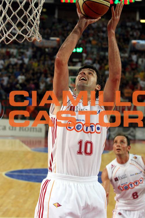 DESCRIZIONE : Roma Lega A1 2006-07 Playoff Quarti di Finale Gara 3 Lottomatica Virtus Roma Eldo Napoli<br />GIOCATORE : Dejan Bodiroga<br />SQUADRA : Lottomatica Virtus Roma<br />EVENTO : Campionato Lega A1 2006-2007 Playoff Quarti di Finale Gara 3 <br />GARA : Lottomatica Virtus Roma Eldo Napoli<br />DATA : 22/05/2007 <br />CATEGORIA : Tiro<br />SPORT : Pallacanestro <br />AUTORE : Agenzia Ciamillo-Castoria/G.Ciamillo