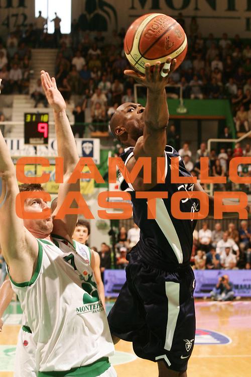DESCRIZIONE : Siena Lega A1 2006-07 Montepaschi Siena Climamio Fortitudo Bologna <br /> GIOCATORE : Gay <br /> SQUADRA : Climamio Fortitudo Bologna <br /> EVENTO : Campionato Lega A1 2006-2007 <br /> GARA : Montepaschi Siena Climamio Fortitudo Bologna <br /> DATA : 13/05/2007 <br /> CATEGORIA : Tiro <br /> SPORT : Pallacanestro <br /> AUTORE : Agenzia Ciamillo-Castoria/P.Lazzeroni