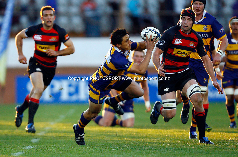 Bay winger Jason Hona offloads an akward catch, Air NZ Cup, NPC rugby union. Bay of Plenty v Canterbury. Bay Park Stadium, Mt Maunganui. 5 September 2009. Photo: William Booth/PHOTOSPORT