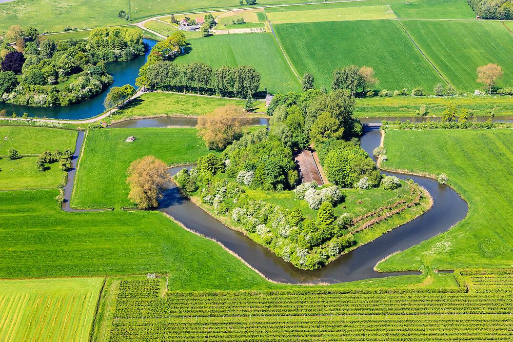 Nederland, Utrecht, Houten, 27-05-2013; Stelling van Honswijk, Lek-acces, onderdeel van de Hollandse waterlinie. Bestaande onder andere Lunet aan De Snel (voorgrond), Inundatiekanaal en het torenfort Fort Honswijk aan de oevers van rivier de Lek.<br /> Fort Honswijk, strategically located at river Lek (near Utrecht), part of the New Dutch Waterline.<br /> luchtfoto (toeslag op standard tarieven)<br /> aerial photo (additional fee required)