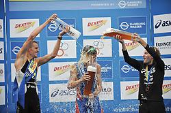 17.07.2010, Hamburg, GER, Triathlon, Dextro Energy Triathlon ITU World Championship, Elite Maenner,  im Bild Sieger Javier Gomez (ESP) bekommt die Bierdusche .EXPA Pictures © 2010, PhotoCredit: EXPA/ nph/  Witke+++++ ATTENTION - OUT OF GER +++++ / SPORTIDA PHOTO AGENCY