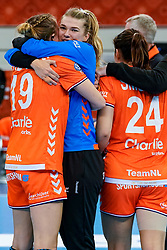 13-12-2019 JAP: Semi Final Netherlands - Russia, Kumamoto<br /> The Netherlands beat Russia in the semifinals 33-22 and qualify for the final on Sunday in Park Dome at 24th IHF Women's Handball World Championship / Tess Wester #33 of Netherlands, Merel Freriks #19 of Netherlands