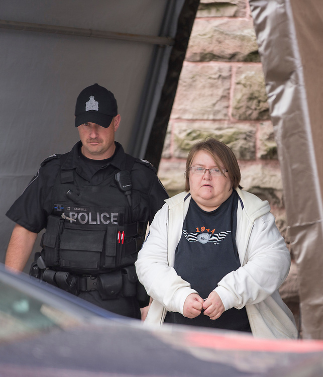 Woodstock, Ontario ---2016-10-25---Elizabeth Tracey Mae Wettlaufer, the accused in the murder of 8 elderly patients in Southern Ontario leaves the courthouse in Woodstock, Ontario, October 25, 2016.<br /> MANDATORY CREDIT: GEOFF ROBINS The Globe and Mail<br /> CANADA OUT