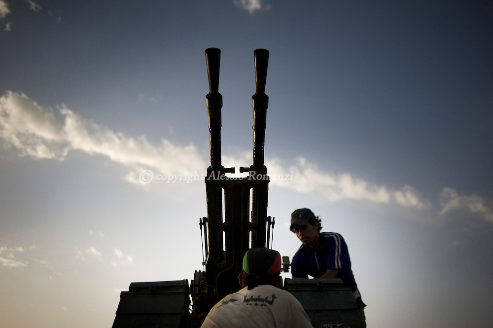 LIBYAN ARAB JAMAHIRIYA, Gualish : A Libyan rebel fighter fixing an anti-aircraft gun on the front line by near the southwest desert hamlet of Gualish as rebels repel an attack from forces loyal to Moamer Kadhafi aimed at capturing the city on July 24, 2011.ALESSIO ROMENZI