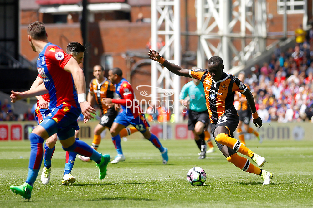 Hull City Forward Oumar Niasse during the Premier League match between Crystal Palace and Hull City at Selhurst Park, London, England on 14 May 2017. Photo by Andy Walter.