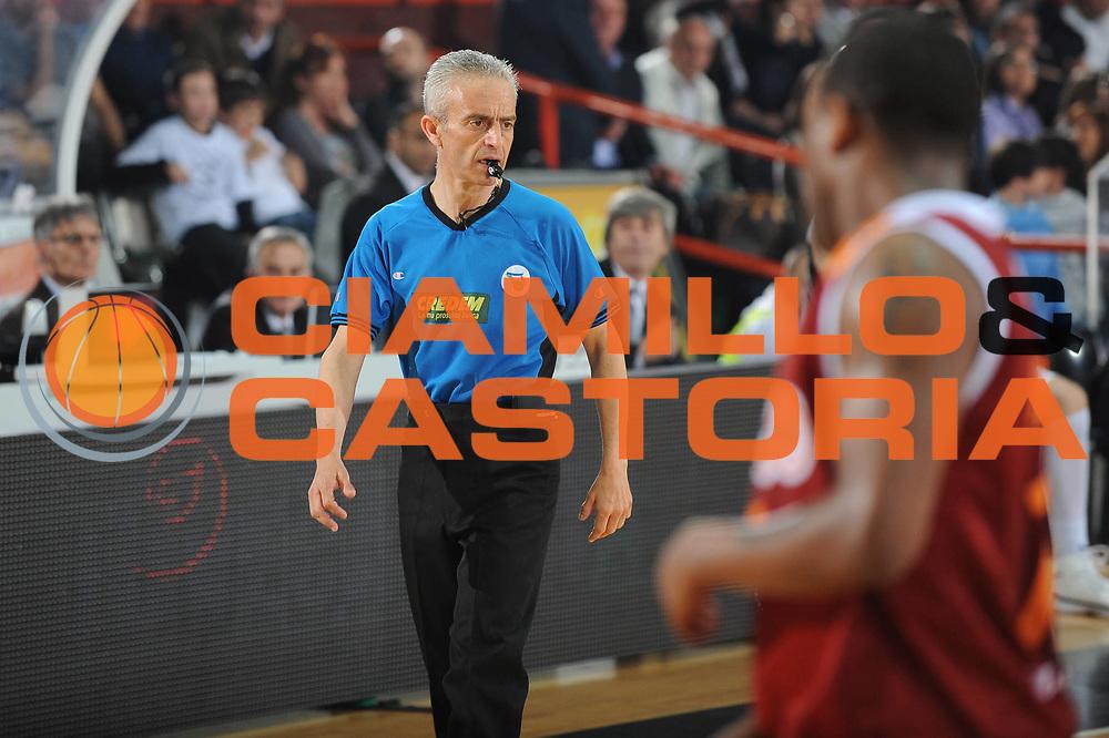 DESCRIZIONE : Caserta Lega A 2009-10 Pepsi Caserta Lottomatica Virtus Roma<br /> GIOCATORE :  Arbitro referee<br /> SQUADRA : <br /> EVENTO : Campionato Lega A 2009-2010 <br /> GARA : Pepsi Caserta Lottomatica Virtus Roma<br /> DATA : 16/05/2010<br /> CATEGORIA : arbitro<br /> SPORT : Pallacanestro <br /> AUTORE : Agenzia Ciamillo-Castoria/GiulioCiamillo<br /> Galleria : Lega Basket A 2009-2010 <br /> Fotonotizia : Caserta Campionato Italiano Lega A 2009-2010 Pepsi Caserta Lottomatica Virtus Roma<br /> Predefinita :