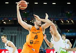 08-09-2015 CRO: FIBA Europe Eurobasket 2015 Slovenie - Nederland, Zagreb<br /> De Nederlandse basketballers hebben de kans om doorgang naar de knockoutfase op het EK basketbal te bereiken laten liggen. In een spannende wedstrijd werd nipt verloren van Slovenië: 81-74 / Nicolas de Jong of Netherlands vs Alen Omic of Slovenia. Photo by Vid Ponikvar / RHF