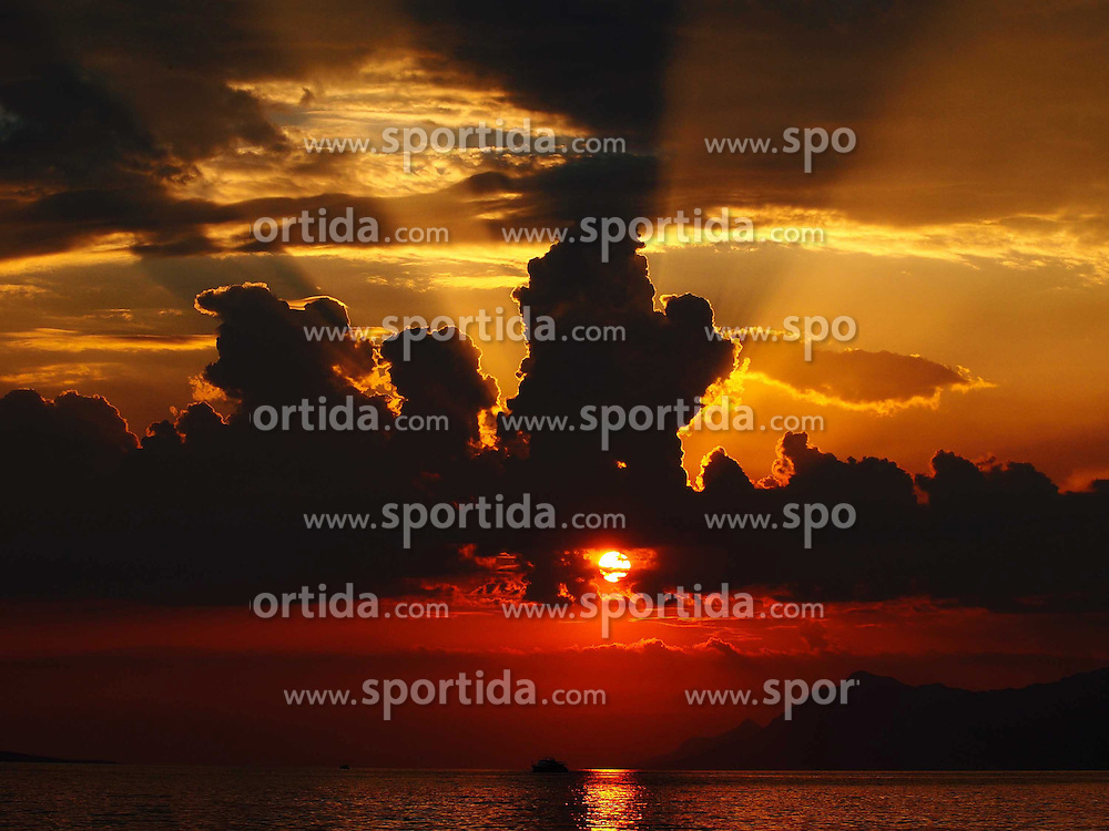 THEMENBILD - Sonnenuntergang &uuml;ber der Adria, aufgenommen am 9. Juni 2015 in Makarska, Kroatien // Enchanting sunset over the Adriatic Sea in Makarska, Croatia on 2015/06/08. EXPA Pictures &copy; 2015, PhotoCredit: EXPA/ Pixsell/ Toni Katic<br /> <br /> *****ATTENTION - for AUT, SLO, SUI, SWE, ITA, FRA only*****