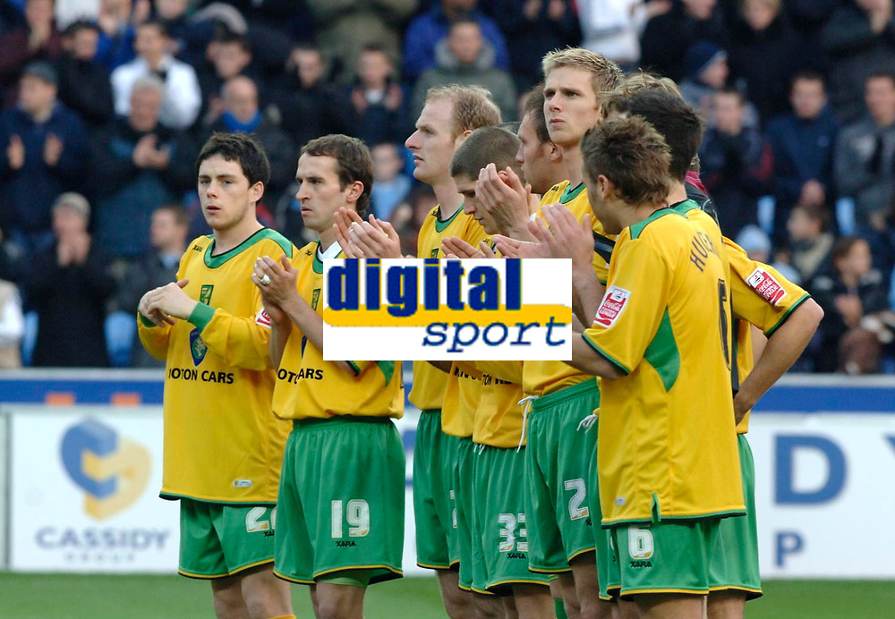 Photo: Daniel Hambury.<br /> Coventry City v Norwich City. Coca Cola Championship.<br /> 26/11/2005.<br /> Norwich City players applaud for George Best.