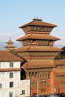 Nepal. Vallee de Katmandou. Katmandou. Durbar Square. Tour de Basantapur. // Nepal. Kathmandu valley. Kathmandu. Durbar Square. Basantapur Tower.