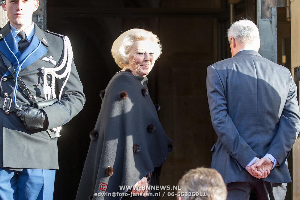 NLD/Amsterdam/20151125 - Koning Willem Alexander reikt Erasmusprijs 2015 uit, Prinses Beatrix
