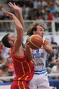 DESCRIZIONE : Trento Primo Trentino Basket Cup Italia Montenegro<br /> GIOCATORE : Giuseppe Poeta<br /> CATEGORIA : passaggio penetrazione<br /> SQUADRA : Nazionale Italia Maschile<br /> EVENTO :  Trento Primo Trentino Basket Cup<br /> GARA : Italia Montenegro<br /> DATA : 27/07/2012<br /> SPORT : Pallacanestro<br /> AUTORE : Agenzia Ciamillo-Castoria/C.De Massis<br /> Galleria : FIP Nazionali 2012<br /> Fotonotizia : Trento Primo Trentino Basket Cup Italia Montenegro<br /> Predefinita :