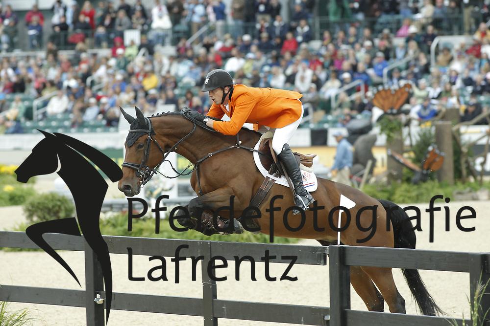 SMOLDERS Harrie, Exquis Walnut De Muze<br /> Kentucky - Alltech FEI WEG 2010<br /> /Stefan Lafrentz