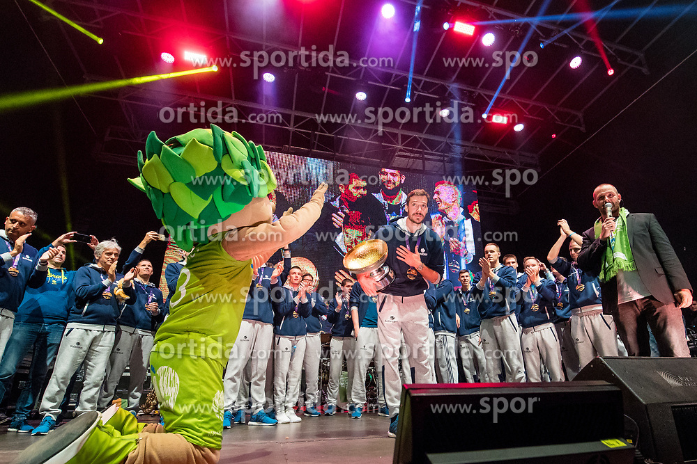 Mascot Lipko and Goran Dragic with trophy during Reception of Slovenian national baskteball team with Gold medal from Eurobasket 2017 - Istanbul and Slovenian women's U23 volleyball team with Silver medal from Women's U23 World Championships - Ljubljana, on September 18, 2017 in Kongresni trg, Ljubljana, Slovenia. Photo by Matic Klansek Velej / Sportida
