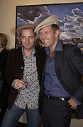 Ewan MacGregor, Paul Simonon. Paul Simonon exhibition at Hazlitt Gooden and Fox Gallery and afterwards at the Ivy. 24 September 2002 © Copyright Photograph by Dafydd Jones 66 Stockwell Park Rd. London SW9 0DA Tel 020 7733 0108 www.dafjones.com
