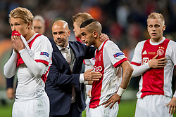 24-05-2017 SWE: Final Europa League AFC Ajax - Manchester United, Stockholm<br /> Finale Europa League tussen Ajax en Manchester United in het Friends Arena te Stockholm / Een teleurgestelde Hakim Ziyech #22 wordt getroost door Peter Bosz