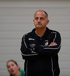 10-11-2013 VOLLEYBAL: VV ALTERNO - VC WEERT: APELDOORN<br /> Alterno wint met 3-0 van Weert / Trainer-Coach Ali Moghaddasian<br /> ©2013-FotoHoogendoorn.nl