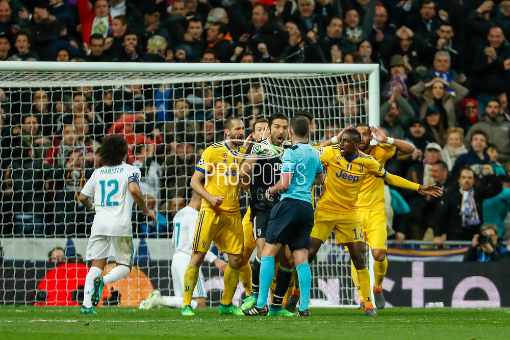 Gianluigi Buffon and Juventus players protest against the Michael Oliver's decision to give a penalty to Real Madrid during the UEFA Champions League, quarter final, 2nd leg football match between Real Madrid CF and Juventus FC on April 11, 2018 at Santiago Bernabeu stadium in Madrid, Spain - Photo Oscar J Barroso / Spain ProSportsImages / DPPI / ProSportsImages / DPPI