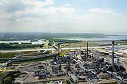Nederland, Zuid-Holland, Rotterdam, 10-06-2015. Europoort raffinaderij van BP. in de achtergrond Suurhoffbrug over het Hartelkanaal met hoofdkantoor van BP in de oksel van de weg. <br /> Hartel canal in Europoort, Suurhoff  bridge, main office BP and refinery.<br /> luchtfoto (toeslag op standard tarieven);<br /> aerial photo (additional fee required);<br /> copyright foto/photo Siebe Swart