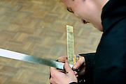 Nederland, Horst, 18-12-2007..VMBO onderwijs aan het Dendron college. Een leerling meet een stuk metaal in het praktijklokaal...Foto: Flip Franssen/Hollandse Hoogte