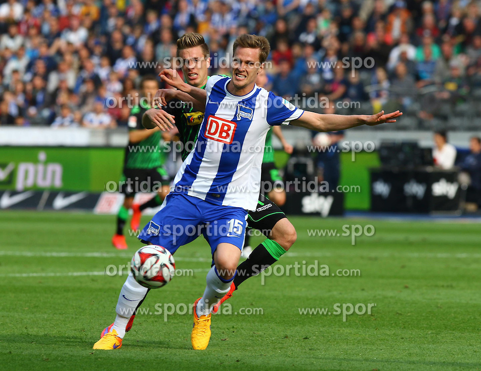 03.05.2015, Olympiastadion, Berlin, GER, 1. FBL, Hertha BSC vs Borussia Moenchengladbach, 31. Runde, im Bild Roel Brouwers (#4, Borussia Moenchengladbach), Sebastian Langkamp (#15, Hertha BSC Berlin) // SPO during the German Bundesliga 31th round match between Hertha BSC and Hertha BSC vs Borussia Moenchengladbach at the Olympiastadion in Berlin, Germany on 2015/05/03. EXPA Pictures &copy; 2015, PhotoCredit: EXPA/ Eibner-Pressefoto/ Hundt<br /> <br /> *****ATTENTION - OUT of GER*****