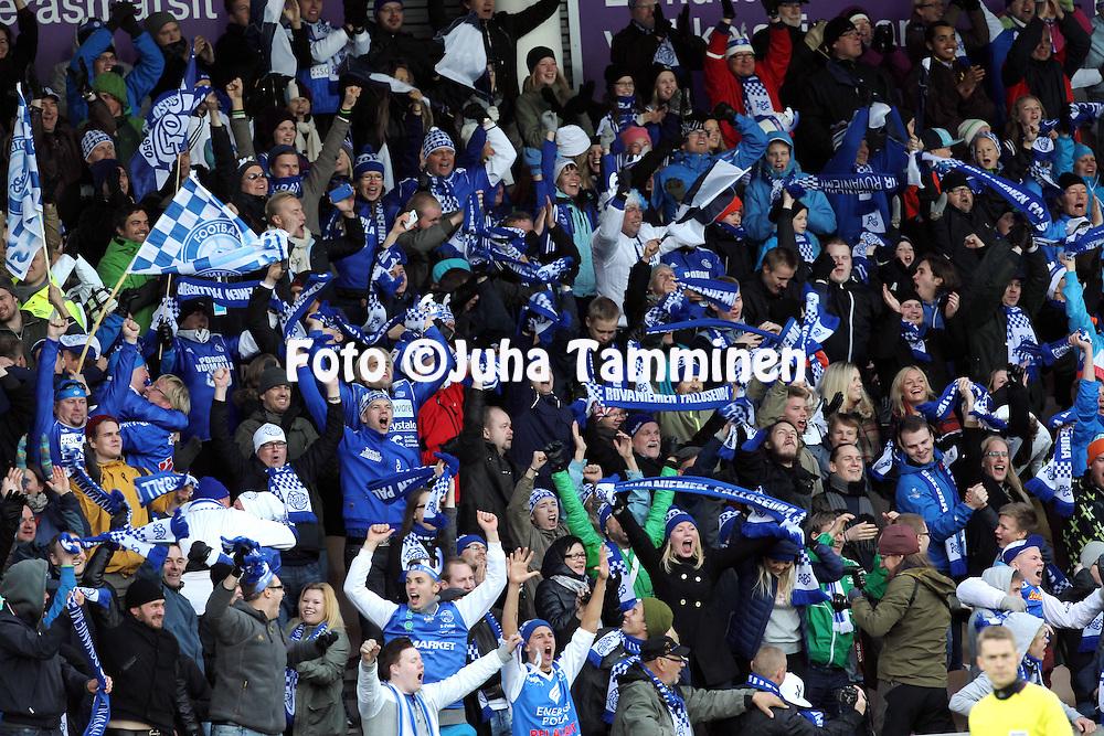 28.9.2012, Sonera Stadion, Helsinki.<br /> Suomen Cup 2013, loppuottelu Rovaniemen Palloseura - Kuopion Palloseura. <br /> RoPSin fanit juhlivat johtomaalia.