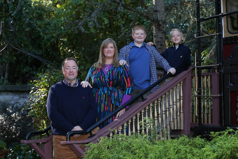 Chuck Benz family portrait, Sunday, October 12, 2014.  (  Falk Photography LLC, Steven M. Falk / Photographer )