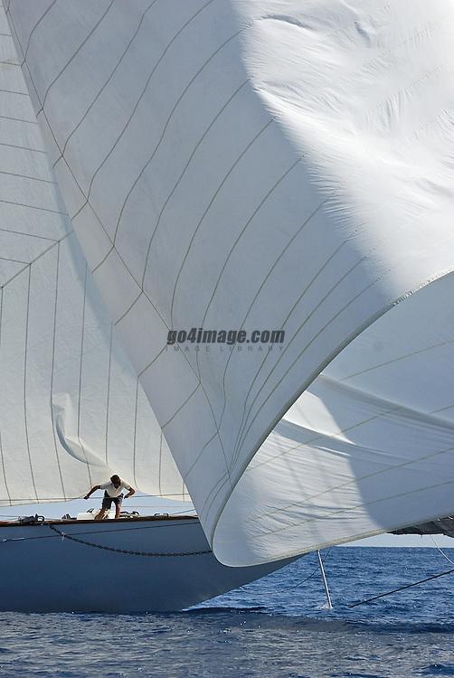 Yacht Eleonora in Monaco bei einem Manöver, Halse an der Monaco Classic Week 2008