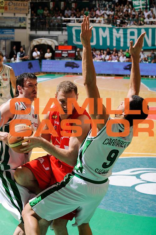 DESCRIZIONE : Siena Lega A 2008-09 Playoff Finale Gara 2 Montepaschi Siena Armani Jeans Milano<br /> GIOCATORE : Mindaugas Katelynas<br /> SQUADRA : Armani Jeans Milano <br /> EVENTO : Campionato Lega A 2008-2009 <br /> GARA : Montepaschi Siena Armani Jeans Milano<br /> DATA : 12/06/2009<br /> CATEGORIA : penetrazione<br /> SPORT : Pallacanestro <br /> AUTORE : Agenzia Ciamillo-Castoria/G.Ciamillo