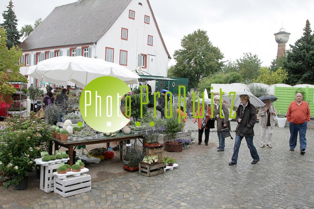 Mannheim. 18.09.2011. Straflenheim. Hofgut Seitz. Gerten(T)r&permil;ume. Schmuck und Gartenausstellung<br /> <br /> <br /> Bild: Markus Proflwitz 18SEP11 / masterpress /