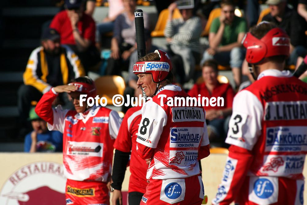 11.06.2009, Kouvola..Superpesis 2009.Kouvolan Pallonly?j?t - Koskenkorvan Urheilijat.Mikko Kyt?m?ki - Koskenkorva.©Juha Tamminen.