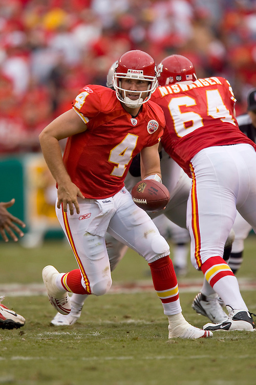 KANSAS CITY, MO - SEPTEMBER 14:   Tyler Thigpen #4 of the Kansas City Chiefs looks to make a hand off against the Oakland Raiders at Arrowhead Stadium on September 14, 2008 in Kansas City, Missouri.  The Raiders defeated the Chiefs 23-8.  (Photo by Wesley Hitt/Getty Images) *** Local Caption *** Tyler Thigpen