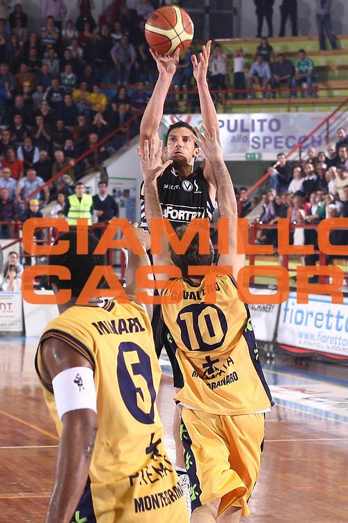 DESCRIZIONE : Porto San Giorgio Lega A 2008-09 Premiata Montegranaro La Fortezza Virtus Bologna<br /> GIOCATORE : Dusan Vukcevic<br /> SQUADRA : Premiata Montegranaro <br /> EVENTO : Campionato Lega A 2008-2009<br /> GARA : Premiata Montegranaro La Fortezza Virtus Bologna<br /> DATA : 07/05/2009<br /> CATEGORIA : Tiro<br /> SPORT : Pallacanestro<br /> AUTORE : Agenzia Ciamillo-Castoria/C.De Massis