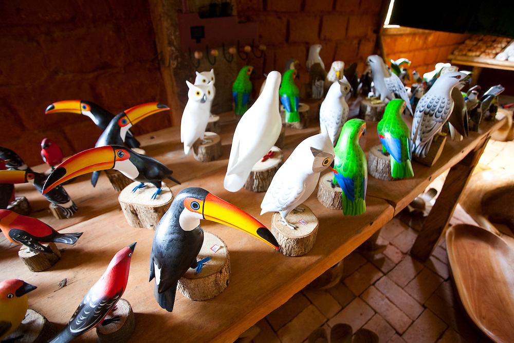 Prados_MG, Brasil...Artesanato em madeira em Padros, Minas Gerais...Wooden handcraft in Padros, Minas Gerais...Foto: JOAO MARCOS ROSA / NITRO