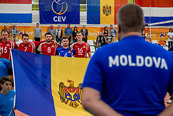 23-05-2017 NED: 2018 FIVB Volleyball World Championship qualification, Koog aan de Zaan<br /> Moldavi&euml; - Griekenland / Line up Moldavie met vlag