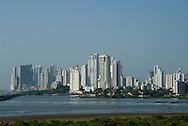 Panamá, 21 de Enero 2010.  Vista Panorámica  de las nuevas edificaciones en la ciudad de Panamá desde el Campanario de la catedral en Panamá Viejo..Foto: Ramon Lepage / Istmophoto..
