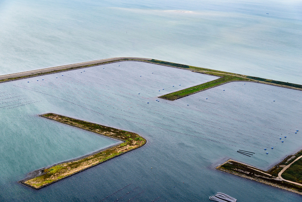 Nederland, Zeeland, Oosterschelde, 19-10-2014; de voormalige werkhavens bij werkeiland Neeltje Jans, gebruikt voor de bouw van de Oosterscheldekering. Havens nu in gebruik voor kweek van mosselen en oesters. Drijvende hangcultuur. <br /> The former work harbors near island Neeltje Jans, used for the construction of the Oosterschelde barrier. Ports now in use for cultivation of mussels and oysters. Floating suspension culture for mussel farming.<br /> luchtfoto (toeslag op standard tarieven);<br /> aerial photo (additional fee required);<br /> copyright foto/photo Siebe Swart
