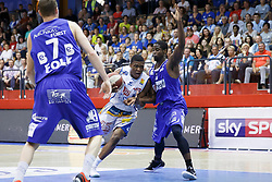 05.06.2017, Walfersamhalle, Kapfenberg, AUT, ABL Finale, ece Bulls Kapfenberg vs Redwell Gunners Oberwart, 4. Spiel, im Bild Kareem Jamar (ece bulls Kapfenberg) und Christopher McNealy (Redwell Gunners Oberwart) // during the Austrian Basketball League final round 4th match between ece Bulls Kapfenberg and Redwell Gunners Oberwart at the Walfersam Sportscenter, Kapfenberg, Austria on 2017/06/05, EXPA Pictures © 2017, PhotoCredit: EXPA/ Erwin Scheriau