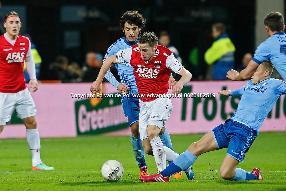 ALKMAAR - 15-02-2014, voetbal, eredivisie, AZ - FC Utrecht, AFAS Stadion, AZ speler Donny Gorter (2vr), FC Utrecht speler Adam Sarota (l), FC Utrecht speler Jens Toornstra (r).