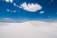 Clouds over an enormous New Mexican sunny day over White Sands!