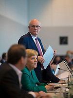DEU, Deutschland, Germany, Berlin, 25.09.2018: Volker Kauder, der in der heutigen Fraktionssitzung der CDU/CSU als Fraktionsvorsitzender von CDU/CSU abgewählt wurde. Vorn Bundeskanzlerin Dr. Angela Merkel.