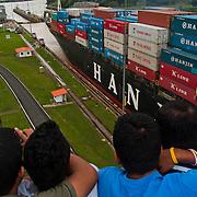 MIRAFLORES - THE PANAMA CANAL / MIRAFLORES - EL CANAL DE PANAMA