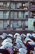 France. Marseille. Aid Muslim prayer prayer in cite Bellevue   Marseille  France    /la prière de l Aid au coeur de la cite Bellevue dans le centre de   Marseille  France  /R00015/74    L2816  /  P0005111