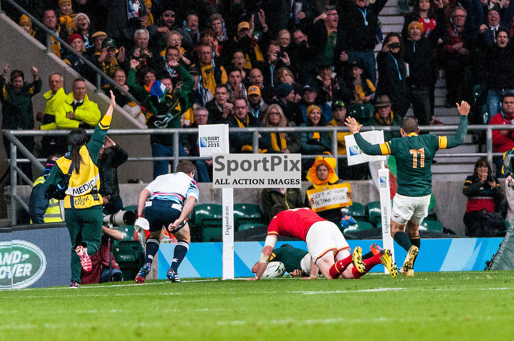 South African captain Fourie du Preez's scores the match winning try. Action from the South Africa v Wales quarter final game at the 2015 Rugby World Cup at Twickenham in London, 17 October 2015. (c) Paul J Roberts / Sportpix.org.uk