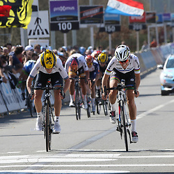03-04-2016: Wielrennen: Ronde van Vlaanderen vrouwen: Oudenaarde  <br /> OUDENAARDE (BEL) cycling  The sixth race in the UCI Womensworldtour is the ronde van Vlaanderen. A race over the famous Flemish climbs. Lizzy Armitstead beats Emma Johannson in a sprint a deux in the Tour of Flanders