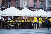 KIELCE, POLEN 2017-06-15<br /> Svenska fans festar p&aring; Market Square i Kielce den 15 juni 2017.<br /> Foto: Nils Petter Nilsson/Ombrello<br /> Fri anv&auml;ndning f&ouml;r kunder som k&ouml;pt U21-paketet.<br /> Annars Betalbild.<br /> ***BETALBILD***