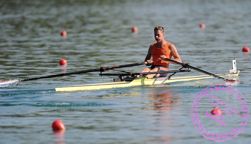 TIMOTHEE HEIJBROCK (NETHERLANDS) COMPETES AT MEN'S LIGHTWEIGHT SINGE SCULLS HEAT DURING DAY 1 FISA ROWING WORLD CUP ON ESTANY LAKE IN BANYOLES, SPAIN...BANYOLES , SPAIN , MAY 29, 2009..( PHOTO BY ADAM NURKIEWICZ / MEDIASPORT )..PICTURE ALSO AVAIBLE IN RAW OR TIFF FORMAT ON SPECIAL REQUEST.